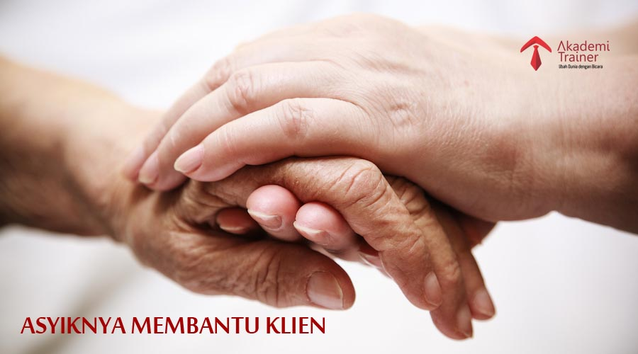 Adult Helping Senior In Hospital - CORPORATE TRAINING INDONESIA