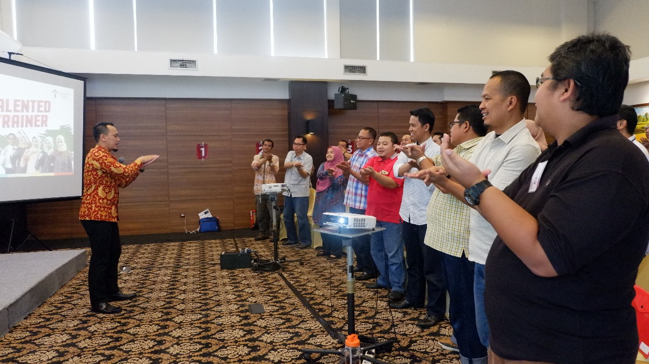 Presentasi Membangun Chemistry Corporate Training Indonesia