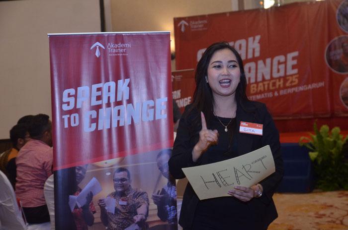 Presentasi Menjadi Hidup dan Persuasif Corporate Training Indonesia