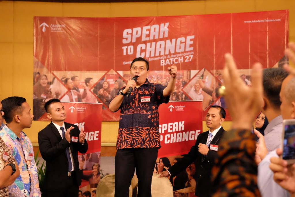 3 Cara Sukses Menjadi Pembicara Yang Banyak Fans - Corporate Training Indonesia